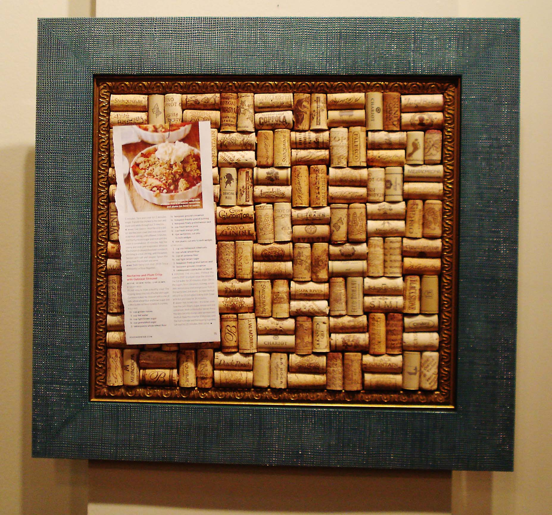 Make your own wine cork board h marion for Making a cork board from wine corks